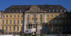 """Folkwang Universität der Künste """"Essen Kloster Werden Innenhof 2 2005"""". Lizenziert unter CC BY-SA 3.0 über Wikimedia Commons."""