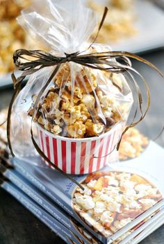 This caramel corn is so easy to make and is perfect for packaging and giving as a homemade gift! This caramel corn is so easy to make and is perfect for packaging and giving as a homemade gift! Bake Sale Treats, Bake Sale Recipes, Cooking Recipes, Bake Sale Packaging, Food Packaging, Popcorn Packaging, Cupcake Packaging, Packaging Ideas, Fall Bake Sale