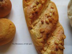 Mini ekmek çeşitleri  malzeme monaclay hava ile kuruyan hamur .Tamamı el yapımı mini ekmekler.Gül ipek istanbul /türkiye   miniature breads  #miniaturefood #miniature #bread #ekmek #mini #clay #clayart #gulipeksanat