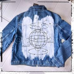 A stylish and fashionable jeans jacket will set you apart from the crowd. You can order any slogan, text, inscription. Denim Jacket Diy, Jean Jacket Outfits, Painted Denim Jacket, Painted Jeans, Painted Clothes, Hand Painted, Denim Jackets, Black Jackets, Bomber Jackets