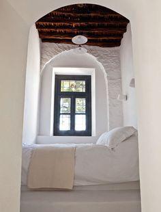Una residencia Privada de la diseñadora de Interiores Tina Komninou En Hydra, Grecia | Yatzer