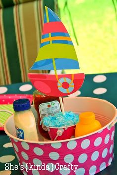 Great idea for a pool party - boat could be replaced with any object that corresponds to party theme (turtle!)