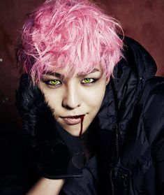GD in pink hair style, kpop kwon jiyong, design Pink Hair, Red Hair, Vip Bigbang, Bigbang G Dragon, Big Bang, K Pop Music, Fantastic Baby, Jon Snow, Bangs