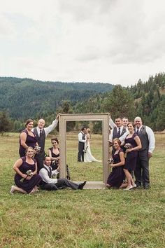 Frame the photo! What a fun group wedding picture idea.