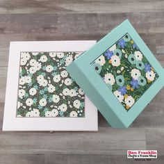 Do you sometimes wonder what you can do with beautiful scrapbook paper (like this floral one 😍)? Use Mod Podge to glue it in a craft frame or on top of an unfinished wood box. White Wood Furniture, Custom Wood Furniture, Wood Furniture Living Room, Wood Paneling Makeover, Unfinished Wood Boxes, Light Wood Texture, Halloween Wood Crafts, Mod Podge Crafts, Diy Wood Signs