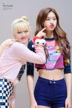 lua & doyeon | weki meki Kpop Girl Groups, Kpop Girls, Kim Doyeon, Fandom, Mixed Girls, G Friend, Queen, Stage Outfits, Girl Day