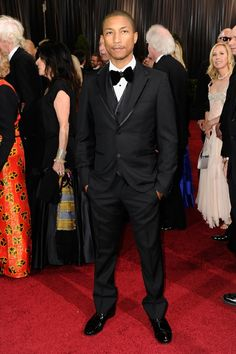 Haven't yet tracked down who Pharrell Williams wore to the Oscars but he looked sharp (not a surprise). Big Music, Music Love, Beautiful Men, Beautiful People, Classy People, Tuxedo For Men, Famous Singers, Pharrell Williams, Celebs