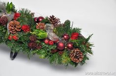 Christmas Wreaths, Christmas Decorations, Holiday Decor, Holidays And Events, Flower Arrangements, Bouquet, Tropical, November, Flowers