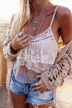 Hippie's adorable short, necklace and shirt combination