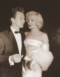 misspennydreadful: Marilyn Monroe and Donald O'Connor attend the premiere of Call Me Madam at the Fox Ritz Theater, March 1953 Golden Age Of Hollywood, Vintage Hollywood, Hollywood Stars, Classic Hollywood, Donald O'connor, Joe Dimaggio, Lauren Bacall, Marilyn Monroe Photos, Marylin Monroe