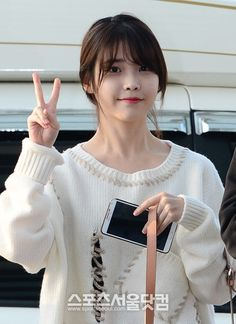 Other] IU airport fashion. Iu Fashion, Korean Fashion, Airport Fashion, Fashion Models, Kim Tae Hee, Cute Celebrities, Female Celebrities, Cute Korean, Girl Day