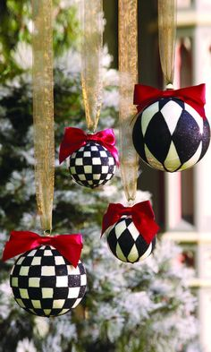 MacKenzie-Childs Harlequin and Checks Black Christmas, Christmas Colors, Christmas Themes, Holiday Crafts, Christmas Holidays, Mackenzie Childs Inspired, Diy Weihnachten, Xmas Decorations, Christmas Inspiration