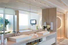 Contemporâneos, estes ambientes mostram as tendências de acabamentos para banheiros