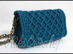 Crochet Diamond Stitch Purse (pt This is the first part for our diamond stitch purse! Crochet Wallet, Crochet Clutch, Crochet Handbags, Crochet Purses, Crochet Shell Stitch, Crochet Chart, Crochet Patterns, Crotchet Bags, Bead Embroidery Jewelry