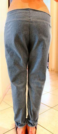 Ich bekomme sehr häufig Anfragen bgzl. der Hosenanpassung.  Und langsam muss ich feststellen, dass obwohl die Figuren, Fälle und Fehler sehr... Sewing Pants, Textiles, Parachute Pants, Sewing Projects, Trousers, Jeans, Clothes, Patterns, Fashion
