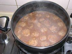 Uno de los platos típicos paraguayos, en España hay un plato parecido al que llaman caldo con pelotas. Básicamentesonalbóndigas con harina demaízen caldo. Para el caldo: 25cc. aceite. 1 cebolla blanca. 2 tomates perita. 1 locote verde. ½ lt. de …