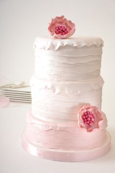 Ombre Ruffle Wedding Cake #culinarycapers #catering #weddingcake http://www.culinarycapers.com/ Photo: Chef Margaret Chisholm