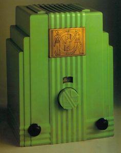 Art Deco Radio. @Deidré Wallace Art Deco Period, Art Deco Era, Estilo Art Deco, Retro Radios, King Art, Antique Radio, Streamline Moderne, Art Deco Furniture, Art Deco Design