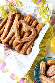 Helpot churrot uunissa eli uunichurrot - Suklaapossu Something Sweet, Churros, Cake Cookies, Sweet Recipes, Sweet Tooth, Bacon, Food Porn, Food And Drink, Favorite Recipes