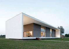 Le projet de l'architecte Andrea Oliva, une maison individuelle à la campagne, se base sur une analyse attentive du territoire et de l'évolution du paysage.