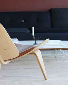 Living room details✔️Love my CH07 chair by the legendary Hans J. Wegner✨  #nordicleaveshouse #carlhansenandson #hansjwegner #danishdesign
