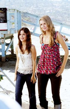Summer and Marissa from The OC in casual denim with printed tank tops and long necklaces