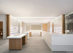 The YUN is a Korean eyewear brand that started in Berlin. Retail Interior, Interior And Exterior, Interior Design, Studio Interior, Retail Concepts, Interior Concept, White Ceiling, Brand Identity Design, Patio