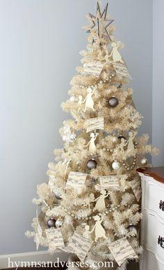 Christmas Home - Vintage White Christmas Tree Christmas Tablescapes, Christmas Mantels, Christmas 2016, All Things Christmas, Christmas Crafts, Christmas Decorations, Christmas Ideas, Xmas, Merry Christmas