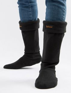 The perfect partner for your Barbour wellies or boots, the Barbour Fleece Wellington Socks are sure to keep your feet comfortable and cosy whether you are exploring the town or country. Crafted from 100% polyester, your feet will be warm no matter what the weather brings. Made in the UK.