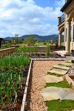 12 Inspiring Ideas for a Lawn-Free Landscape - Lawn and Garden Today Cheap Landscaping Ideas, Front Yard Landscaping, Backyard Ideas, Florida Landscaping, Patio Ideas, Lawn And Garden, Garden Paths, Stone Path, Garden Landscape Design