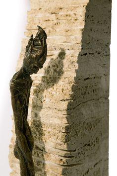 Filippo Vieri | SOLITUDINE bronzo e travertino - 2002 - H. 70 cm. Photo: stefanocasati.com