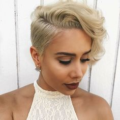 Add a blonde color to a pixie cut, and that is an entirely different hair level. We like to pay tribute to the blonde pixie cuts since they are just wonderful. Bob Hairstyles For Fine Hair, Short Pixie Haircuts, Short Hairstyles For Women, Hairstyles Haircuts, Pixie Bob, Hairstyles Pictures, Pixie Wedding Hairstyles, Female Hairstyles, Evening Hairstyles