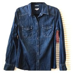 Merona Women's Denim Long Sleeve NWT. Never worn.  Chic denim long sleeve. PRICE IS FIRM  Bundle to save! 🎀 Merona Tops Button Down Shirts