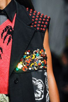 Prada Spring 2018 Ready-to-Wear Fashion Show Details
