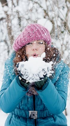 jerzee55:    Blowing Snow Kisses.. by Calipso.