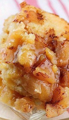 Crock Pot Apple Pudding Cake - Warm apples topped with cinnamon, a fluffy cake with a thick pudding flavored with orange. ❊ Crock Pot Apple Pudding Cake - Warm apples topped with cinnamon, a fluffy cake with a thick pudding flavored with orange. Crock Pot Desserts, Desserts Nutella, Slow Cooker Desserts, Crockpot Dishes, Slow Cooker Recipes, Cooking Recipes, Crockpot Pie, Crockpot Ideas, Steak Recipes