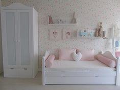 Bueno esta habitación ya va cogiendo forma, aún le queda algún detallito pero está quedando súper dulce 🍭 os gusta?Todo en WWW.BABYKIDSDECO.COM #textil #mobiliario #muebles #niños #niña #niños #niña #cuadros #habitacioninfantil #decoration #deco #decoracion #decoracionbebe #decoracionniños #decoracionniñas #niñas #bebe #kidsroom #decobaby #decokids #decoracionpersonalizada #girlsroom #kids #dormitorioinfantil #dormitoriojuvenil #photooftheday #fotodeldia #f4f Cute Bedroom Ideas, Girl Bedroom Designs, Big Girl Bedrooms, Little Girl Rooms, Baby Bedroom, Girls Bedroom, Girls Room Storage, Daybed Room, Childrens Bedroom Decor