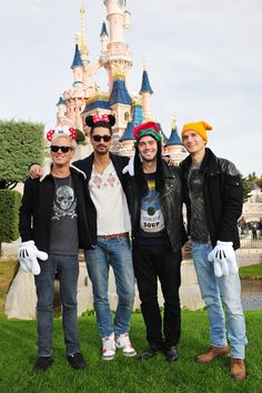 Does it get any better than this! Made In Chelsea - Jamie Laing, Hugo Taylor, Spencer Matthews and Oliver Proudlock at Disneyland Paris. Celeb Style, Celebrity Crush, Made In Chelsea, Famous Men, Disneyland Paris, Celebs, Celebrities, Salts, Bobs