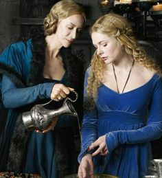 Janet McTeer and Rebecca Ferguson in The White Queen Elizabeth Woodville, Isabel Woodville, Rebecca Ferguson, White Queen Costume, The White Queen Starz, Janet Mcteer, The White Princess, Wars Of The Roses, Medieval Fashion