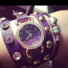 I don't wear watches... But I would wear this one! Cute!