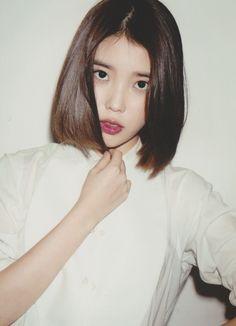 A girl short hair Iu Short Hair, Korean Short Hair, Twist Hairstyles, Cute Hairstyles, Medium Hair Styles, Short Hair Styles, Hair Shows, Look Fashion, Hair Goals