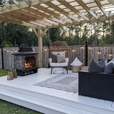 Beautiful Farm, Beautiful Pictures, Custom Decks, Moroccan Decor, Patio Design, Pillow Design, Landscape Design, Farmhouse Decor, Pergola