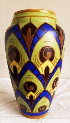 Grote vaas in keramiek, meerkleurig decor.  In uitstekende staat, geen restauraties en geen chip.  Perfecte staat, puntgaaf. Prachtige kleuren in hardblauw en groen.  Hoogte: 30 cm, doorsnede onder 11 cm, onderzijde 9 cm, omtrek 50 cm.