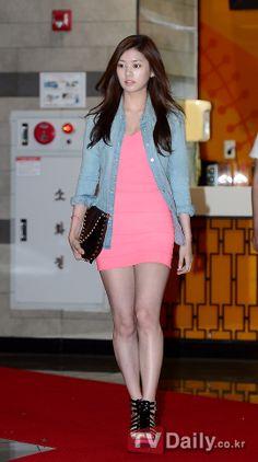 Korean actress Jung So Min Jung So Min, Pretty Korean Girls, Cute Asian Girls, Hwang Jin Uk, Beautiful Young Lady, Korean Actresses, Korean Celebrities, Kpop Girls, Red Carpet Fashion