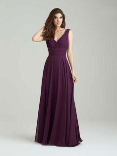 Bridesmaid dresses A cowled back is a timeless and utterly elegant feature on this gown. v-neck bodice with chiffon skirt flowing into this vintage bridesmaid dress.Pictured in Burgundy. Trendy Dresses, Simple Dresses, Short Dresses, Girls Dresses, Dresses Dresses, Chiffon Dresses, Chiffon Skirt, Pageant Dresses, Evening Dresses