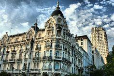 Casa Gallardo, edificio modernista en la Plaza de España de Madrid (ESPAÑA)