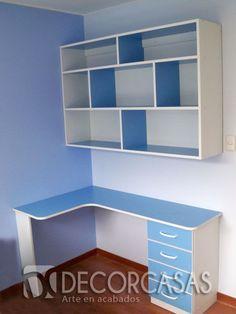 Módulos para habitación de niños, comprende un escritorio con cajones y un librero alto