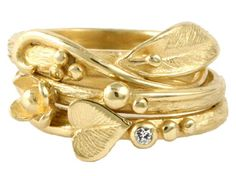 Another really beautiful peace. If it a ring like this is Fairtrade, it's even more beautiful.