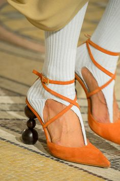Jacquemus Fall these suede orange pumps are so cool, ball shaped heel, orange pumps in suede with pointy toe and white socks, Espadrilles, Fall Fashion Trends, Autumn Fashion, Fendi, Gucci, Mode Shoes, Runway Shoes, Looks Vintage, Mode Inspiration