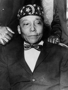 Black History Facts, Black History Month, Elijah Muhammad, Malcolm X, Still Image, American History, Islam, Chicago, Strength
